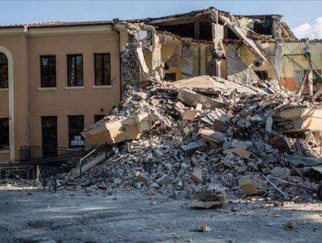 scuola crollata