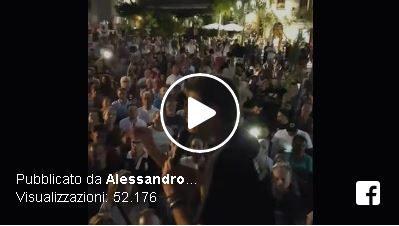Onestà. Ecco cosa viene gridato nella piazza al discorso di Alessandro di Battista.