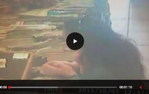 VIDEO.Donna si aggira in Riviera utilizzando il trucco dei 20 euro.
