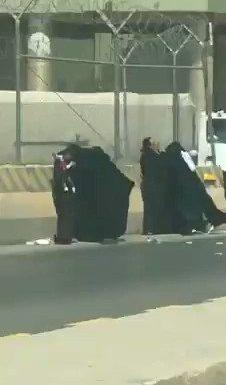 Rissa tra Mussulmane fanno cadere figlio a terra e..