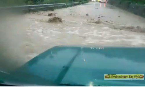 Dolceacqua. Donna eroina rimane travolta dal fango con la sua auto e viene salvata.