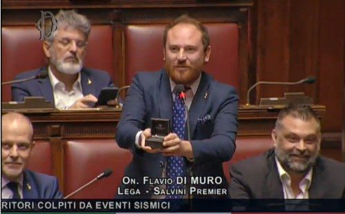 Dichiarazione di matrimonio in diretta in parlamento da parte di dell'onorevole Di Muro.