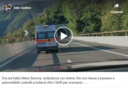 Autostrada ligure. Ambulanza non riesce a passare in piena urgenza.
