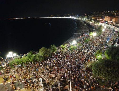 Nizza. 11 luglio. Quasi 5.000 persone hanno assistito al concerto del DJ di Nizza The Avener.