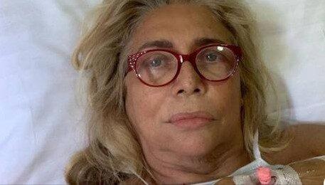 Mara Venier di nuovo in ospedale. E se fosse la paralisi di Bell e il vaccino SARS-CoV-2